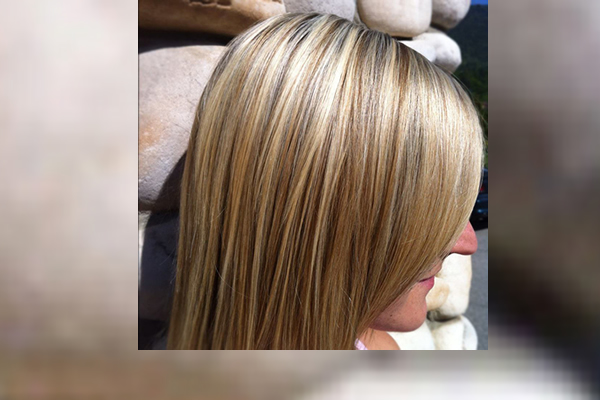 Three toned blond highlights symmetrical on straight hair