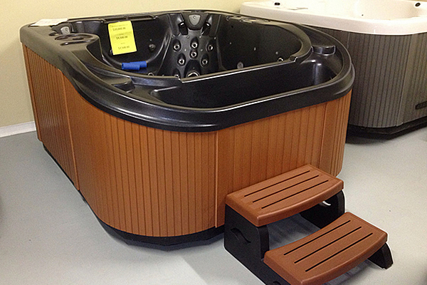 two hot tubs on display at Marysville Hot Tubs.