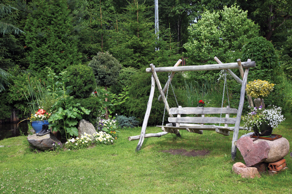 Westrim Contracting Landscape featuring a Swing